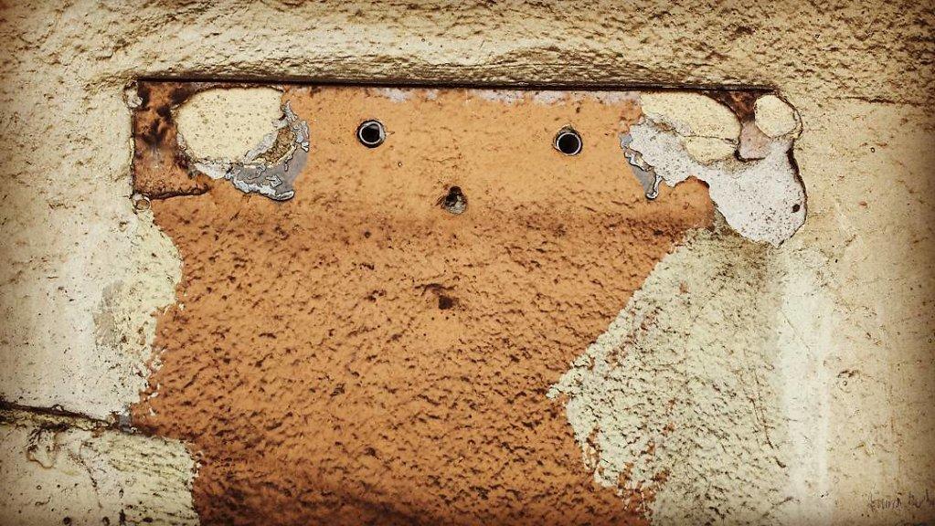 Das Gesicht in der Wand